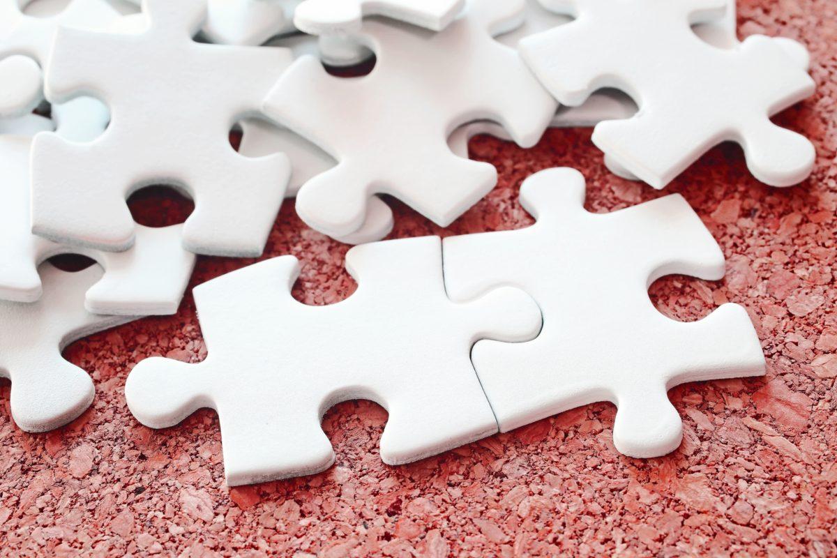 白いパズルピース